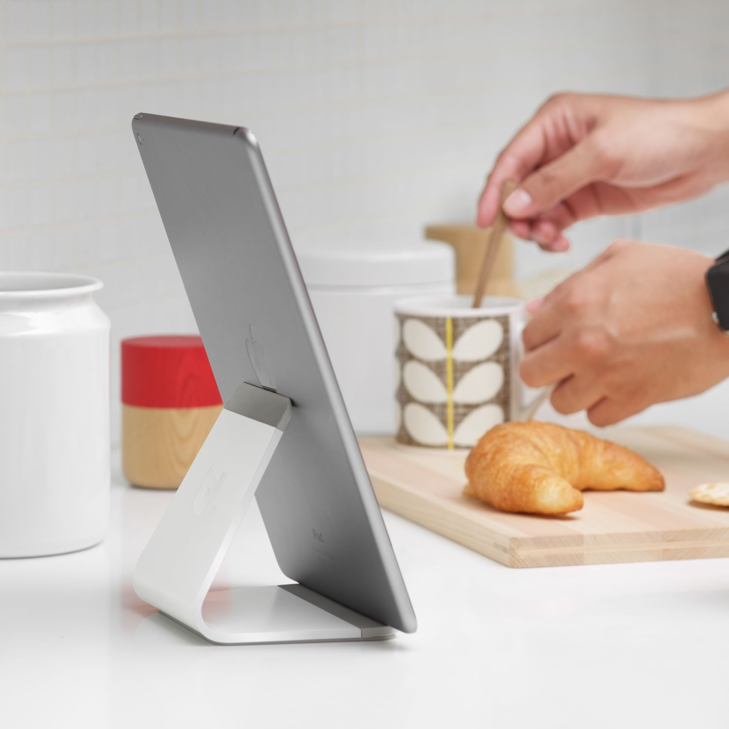Tablet Küchenbrett Mika In 2019 Iphone Ipad Tablet Stand Ipad Stand Iphone Stand