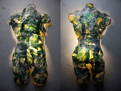 Perrier projet - Technique mixte (thermoformage de matériaux polymère, néon) - 160 x 82 cm - 2009 (Celui-ci n'ayant pas été retenue par la société Perrier à toutefois remporté la sélection des Artaq Awards 2012)