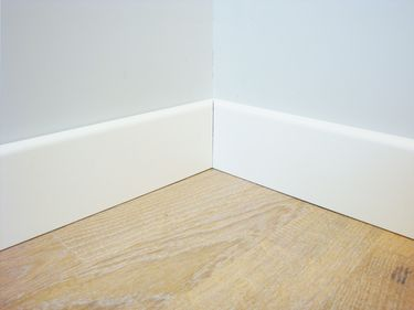 Plinthe blanche mdf chambre pinterest plinthes for Plinthes carrelage prix