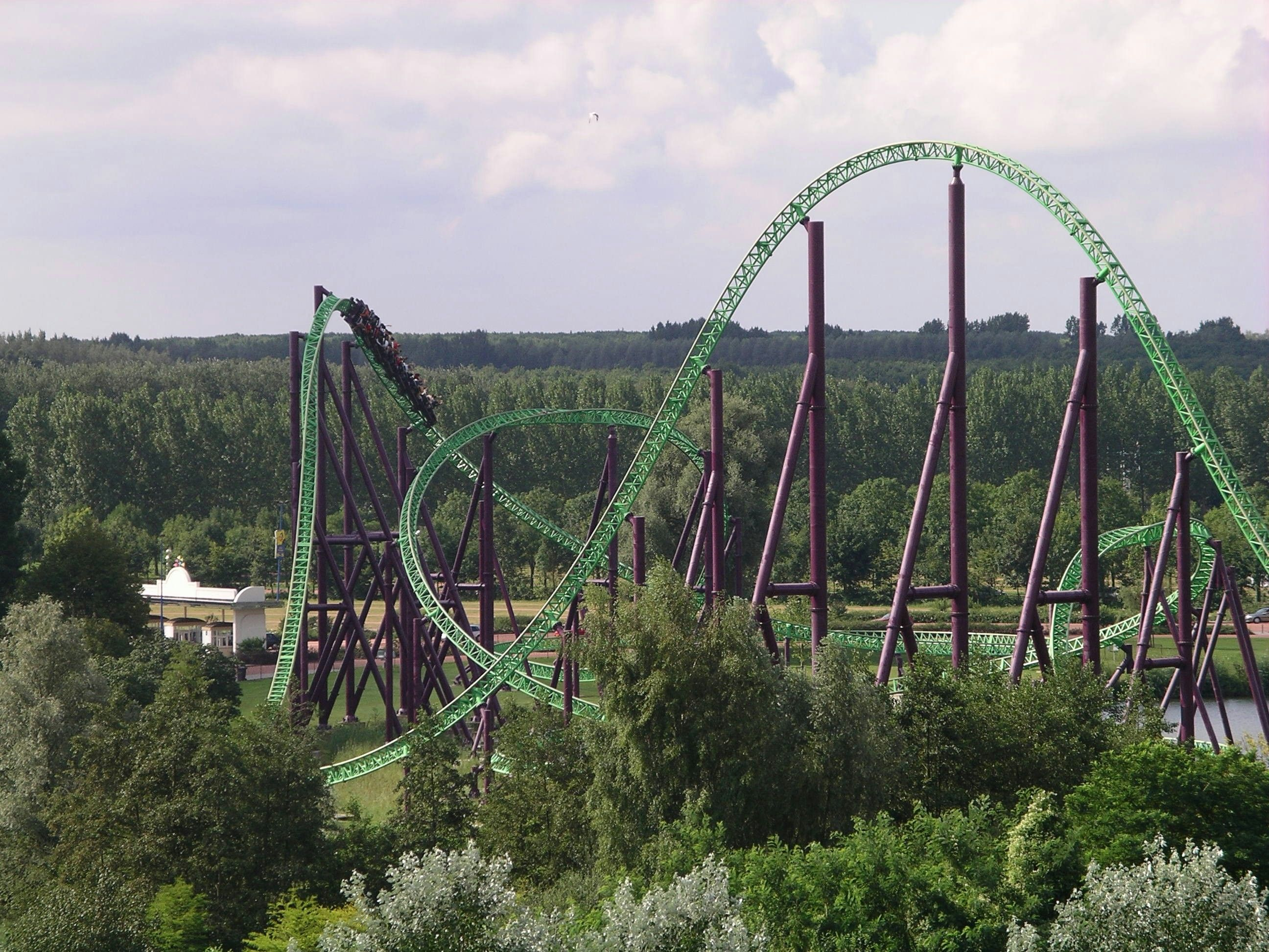 Stengel dive (massively overbanked turn) on Goliath ...