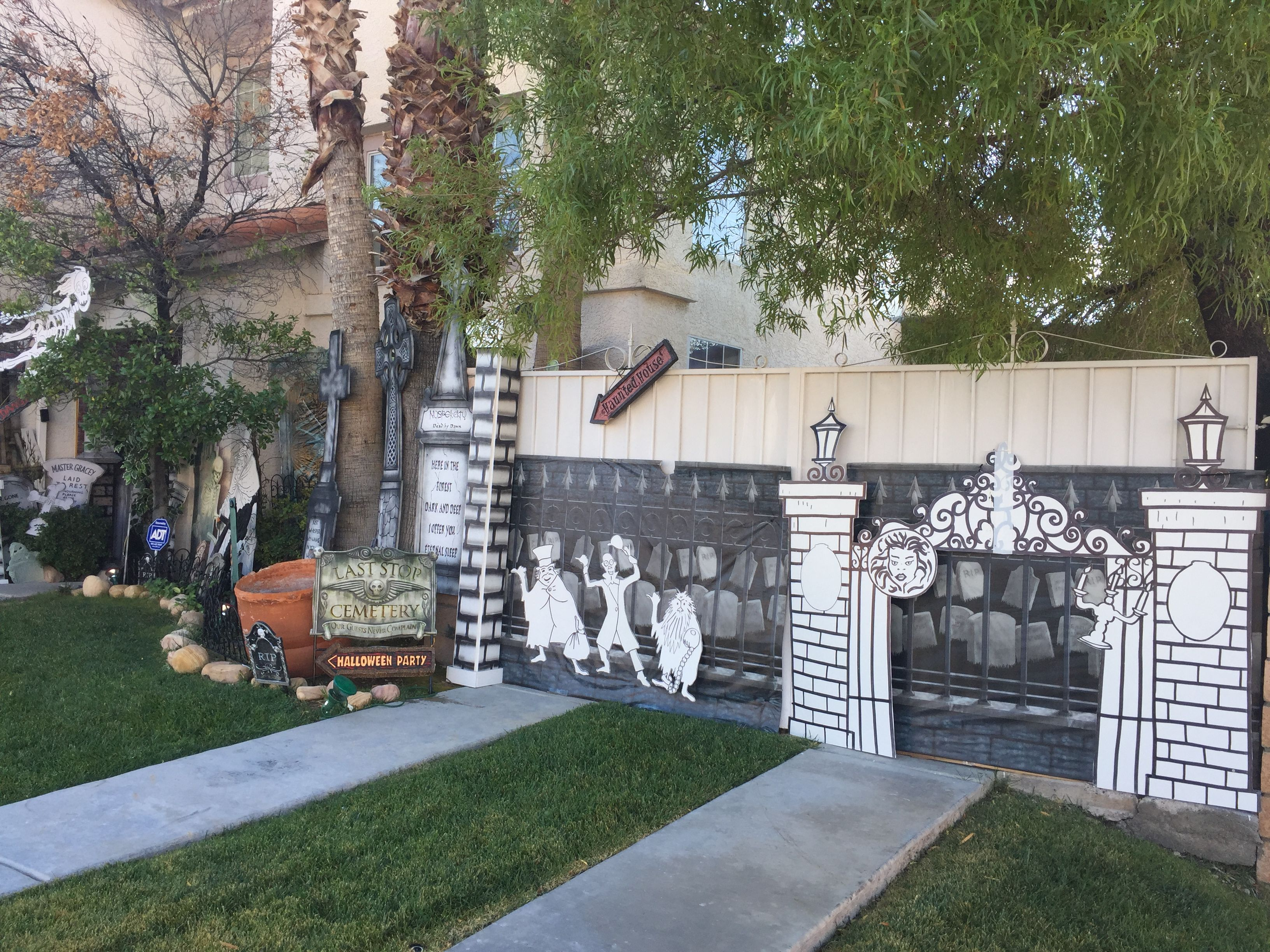 my own props halloween 2016 haunted mansion front yard