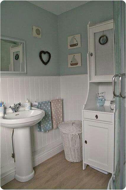 Badkamer lambrisering | Shabby chic bathrooms | Pinterest ...