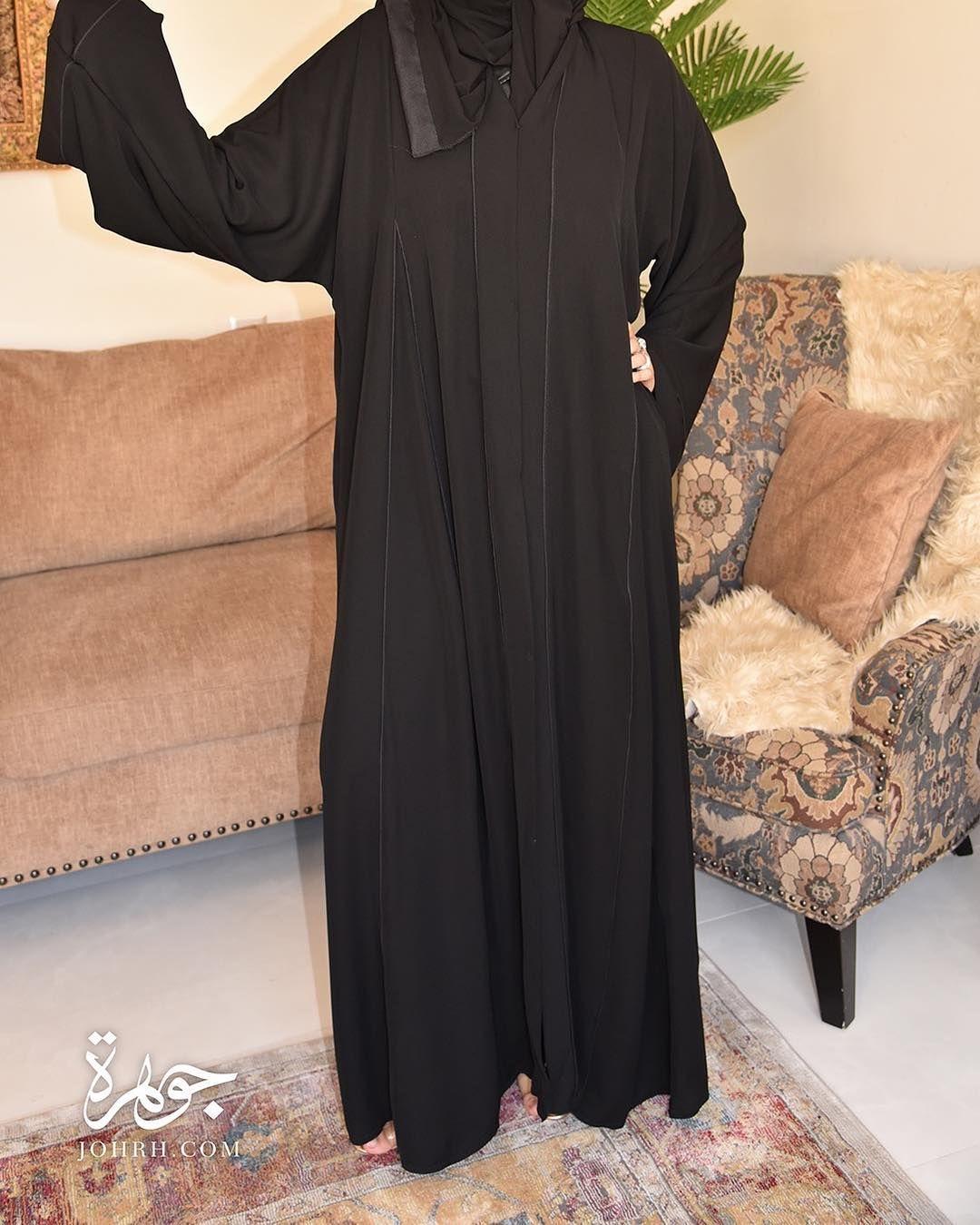 عباءة من قماش البلاك البيري الذي يتميز بخفته مع قصة كم واسعة وتأتي العباءة بكسرتين كلوش من الأمام والخلف كما أنها Fashion Cold Shoulder Dress Long Sleeve Dress