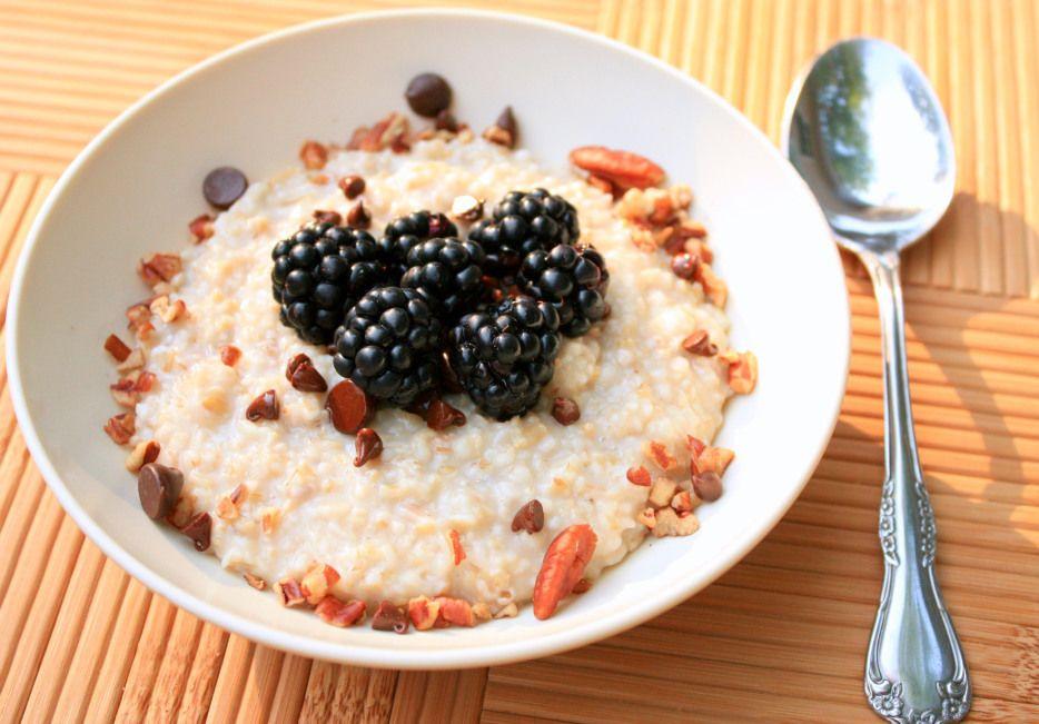 Jenn's Trail Mix Oatmeal   #vegan #hearty #peppersandpeaches.com