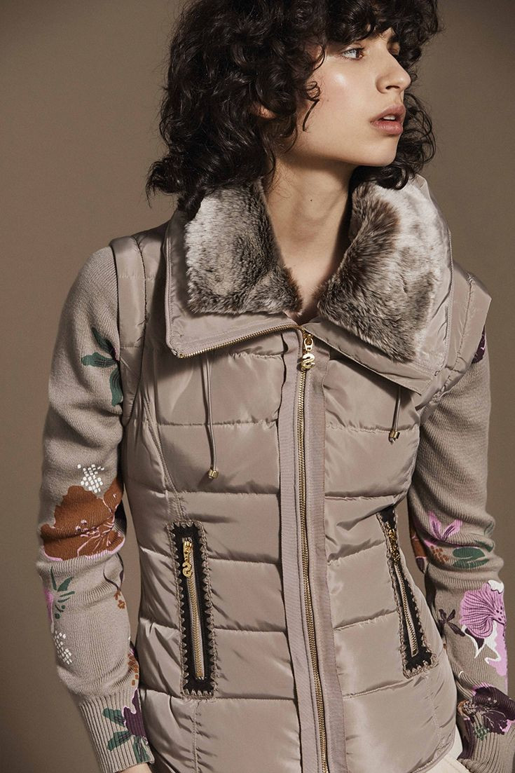 Coat Has With Soft It Sleeves Beige Knitted Desigual Quilted Floral PqAABv