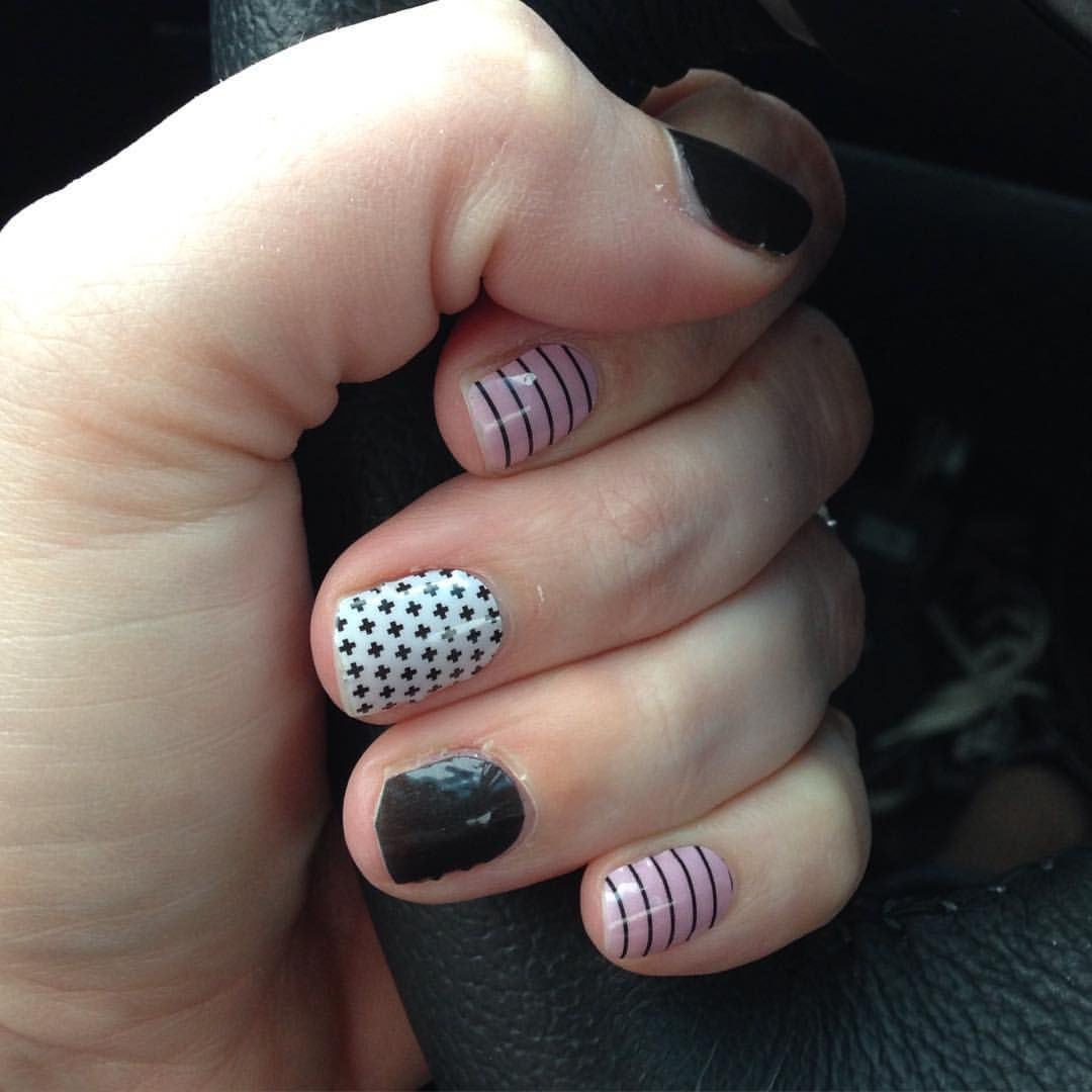 It's Whatcha Wearing Wednesday! Tag me in a photo of your nails for a chance to win a free half sheet of wraps! I'm rocking Darkest Black, Good Vibes, and one of our new wraps Beverly Hills!! #jamberry #jamwithcolleen #goodvibesjn #darkestblackjn #beverlyhillsjn #jamicure #entertowin #freewraps #whatchawearingwednesdayjn #whatchawearingwednesday #nailart #pretty