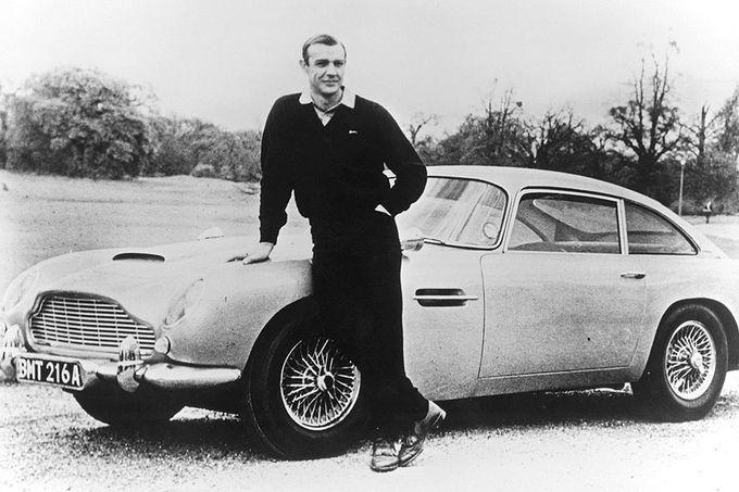 Filmautos - James Bond Aston Martin Sean Connery war der erste Bond. Ihm folgten George Lazenby, Roger Moore, Timothy Dalton, Pierce Brosnan und Daniel Craig - und jeder interpretierte die Rolle auf seine Weise. Mit dem DB5 allerdings wird vor allem Sean Connery auf ewig verbunden sein.