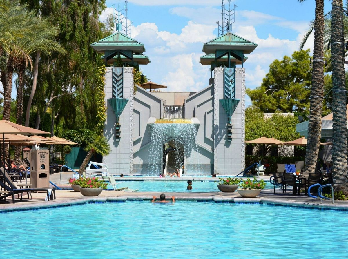 Amazing Phoenix Resort Pools 'll Leave