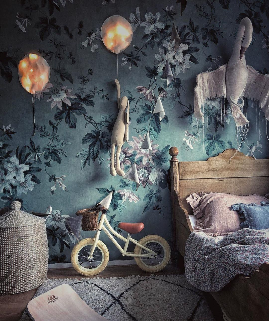 "Ekaterina Galera on Instagram: ""Constantly in the decoration♡  This is @gisellebergstrm kids room. ⠀  #ekaterinagalera #lightingballoons #decoenfant #chambrebebe…"""