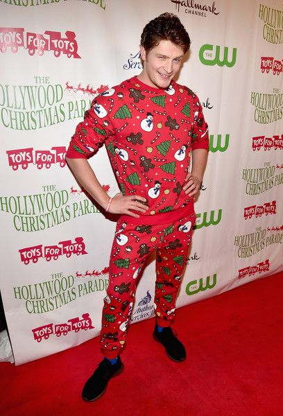 Hollywood Christmas Parade 2019.Brett Dier Photos Photos 2015 Hollywood Christmas Parade