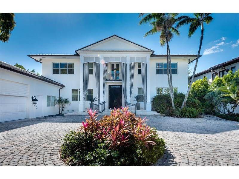 Vea esta casa de lujo situada en 1520 SW 28 St Miami Beach Florida ...
