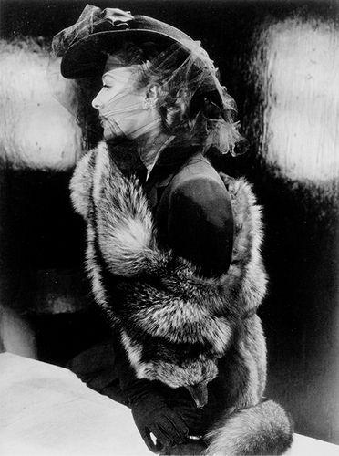 Maurine Zollman, Vogue 1941. Photo John Rawlings