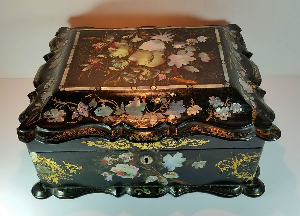 SUPERB ANTIQUE VICTORIAN BLACK LACQUER PAPIER MACHE BOX MOTHER OF PEARL INLAID