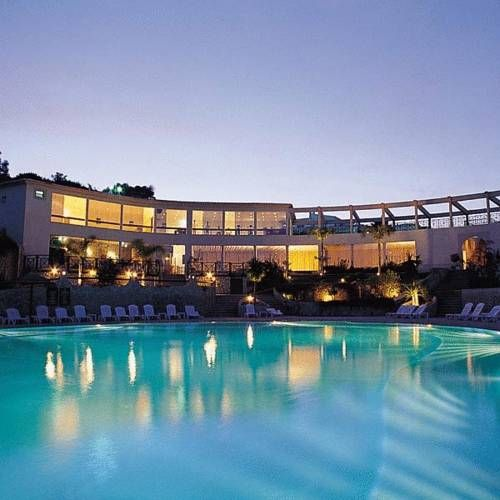 Quinta da Floresta – Santo António Villas, Golf & Spa Budens Located in Budens, in the Western Algarve, this resort features an 18-hole golf course and spa facilities. It has indoor and outdoor pools, and bars and restaurants on site.