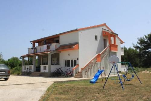 Apartment Pasman 8274c Pasman Set in Pa?man, this air-conditioned apartment features a terrace with sea views. The property is 21 km from Zadar and free private parking is featured.  The unit equipped with a kitchen with a fridge and stovetop.