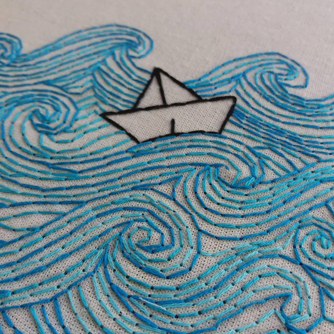 """poema bordado on Instagram: """"vejam os detalhes de um dos meus bordados favoritos! 💙  p.s: observem que amor essa alternância nos tons de azul! ⛵ . .  #embroidery…"""""""