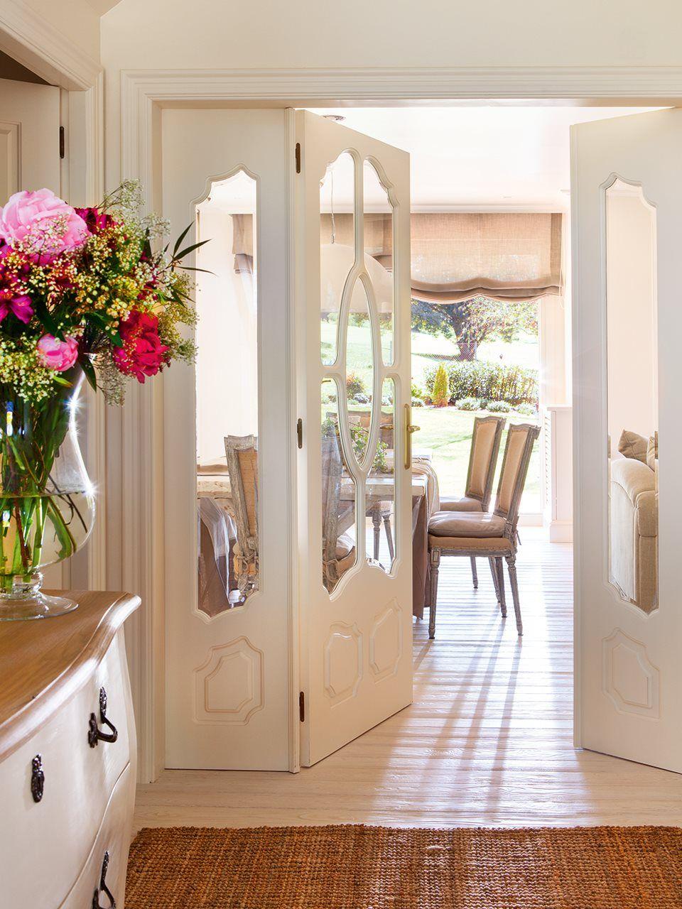 Recibidor en blanco con cristalera doble entrada recibidor pinterest recibidor casas y - Limpia cristales casero ...