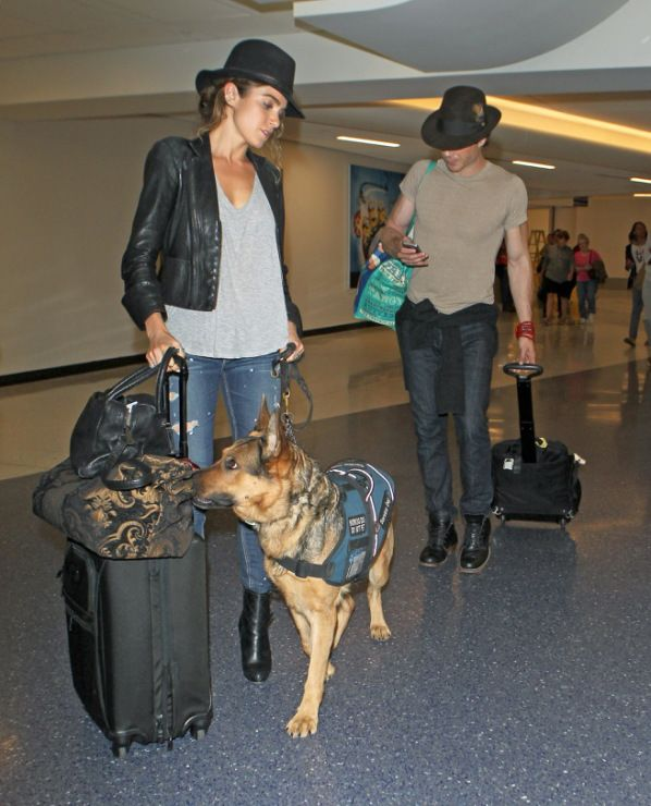 Ian Somerhalder at ATL airport - 06/10/14