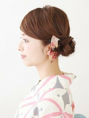 ミディアムの浴衣姿に シニヨンヘアのやり方 作り方 浴衣に合う髪型 シニヨンヘア シニヨン