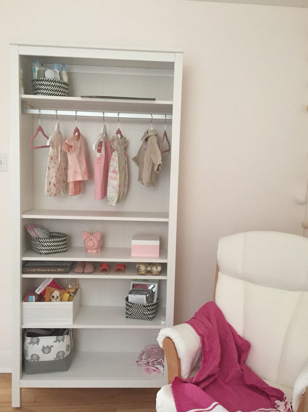 reputable site a1f5a 83702 Ikea hack - HEMNES bookshelf as a baby wardrobe | Chinta ...