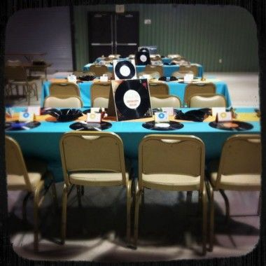 Vinyl record charger plates products i love pinterest for Record decoration ideas