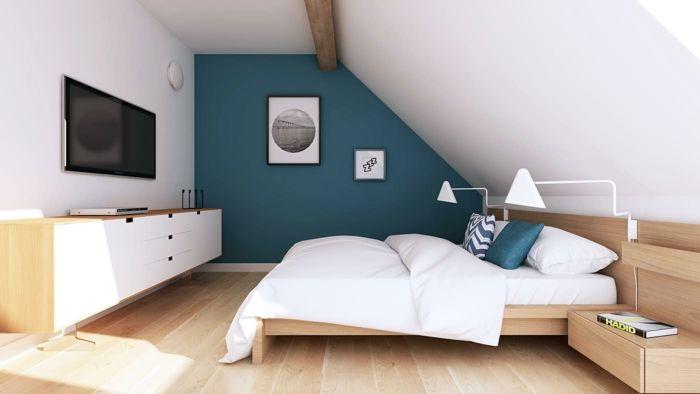 chambre mansardée accents en bleu-canard | Chambre à coucher ...
