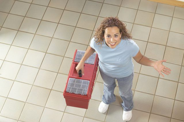 how to use a floor leveling compound