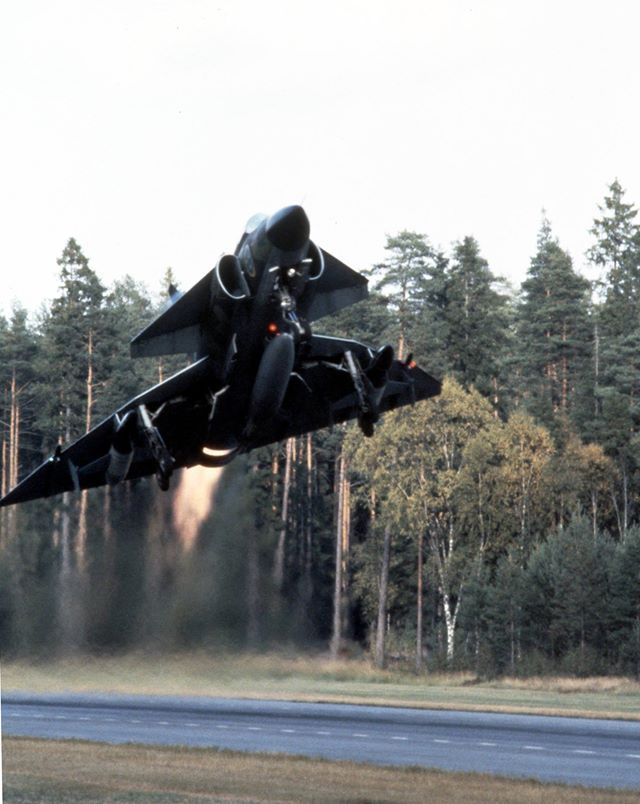 Royal Swedish Air force - SAAB AJ37 Viggen - Take-off from hidden combat base