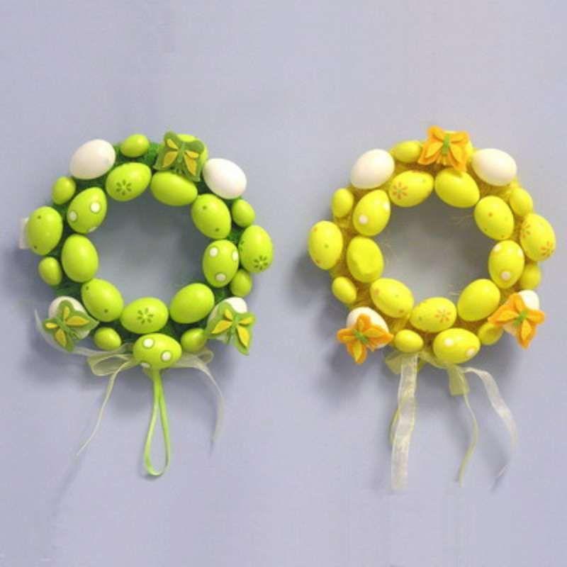 velikonoční věnec zelený průměr 20 cm, laděný do zelené barvy tvořen z umělých vajec pestrých barev, pro opakované použití