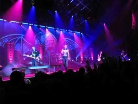 ▶ Avenged Sevenfold Eternal Rest LIVE at Sydney Luna Park Big Top 2014 - YouTube