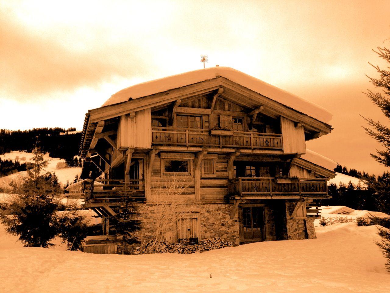 #megeve #architecture #chalet A découvrir avec les Guides du Patrimoine des Pays de Savoie ! http://www.gpps.fr/Guides-du-Patrimoine-des-Pays-de-Savoie/Pages/Site/Visites-en-Savoie-Mont-Blanc/Faucigny/Pays-du-Mont-Blanc/Megeve
