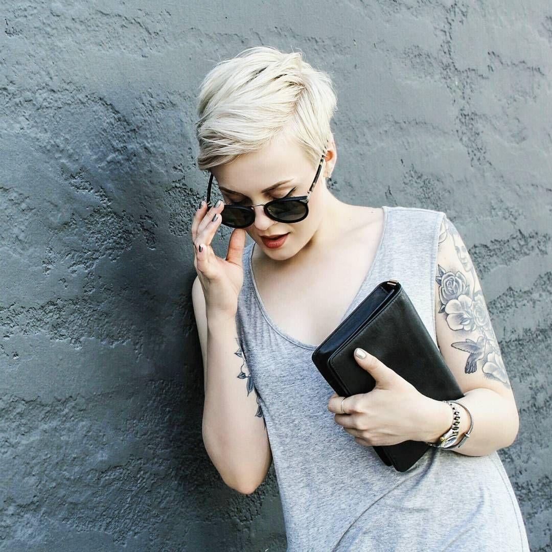 Blogger con pelo corto
