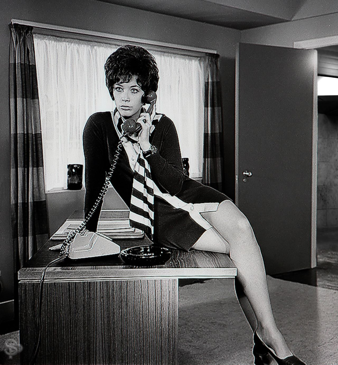 Even just perched casually on a desk linda thorson was even just perched casually on a desk linda thorson was effortlessly sexy thecheapjerseys Images