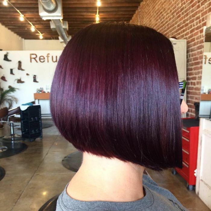 cheveux prune fonc une tendance pour les femmes audacieuses couleur de cheveux pinterest. Black Bedroom Furniture Sets. Home Design Ideas