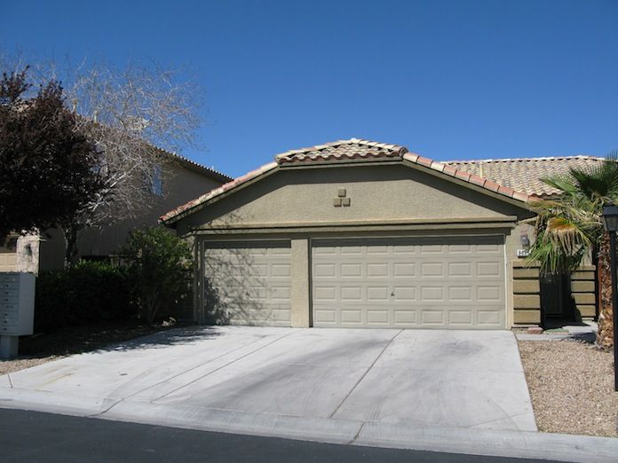 NW Las Vegas For Rent $1295 Three bedroom, two bathroom, single story home with a three car garage in the quiet Appaloosa Canyon Gated Community