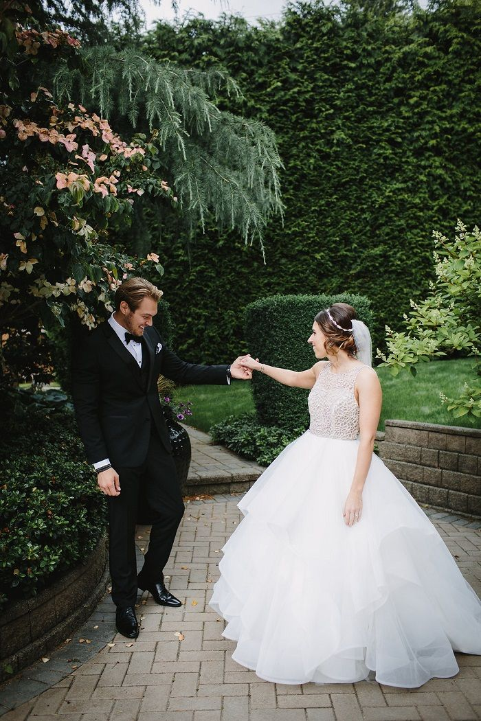 First look bride and groom wedding photo idea