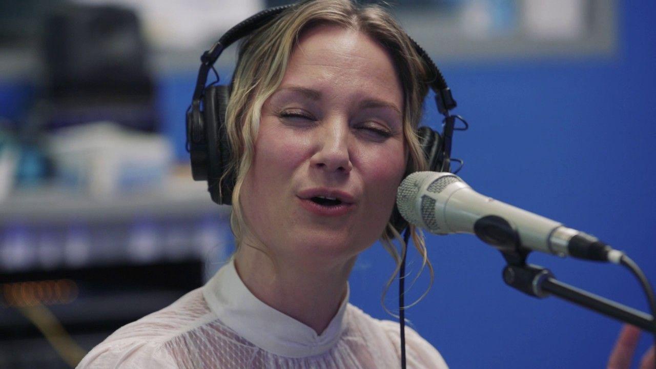 Jennifer Nettles - O Holy Night/Hallelujah (Leonard Cohen cover ...