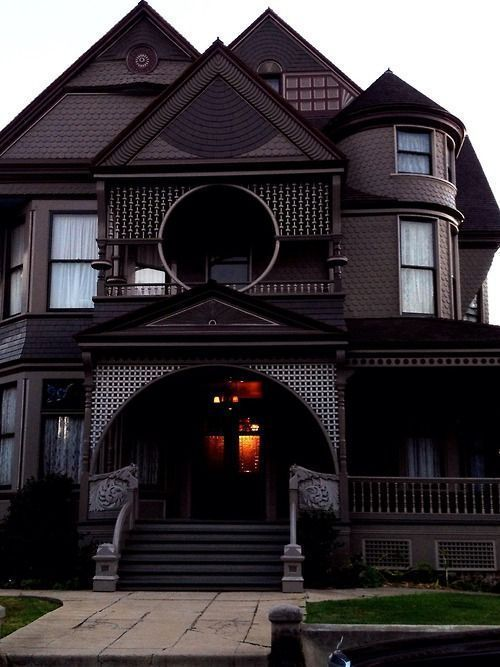 13 Dramatic Gothic Victorian Homes Part 2 Gothichome 13 Dramatic Gothic Victorian Homes Part 2 Gothic Gothicvicto Victorian Homes Gothic House House Styles