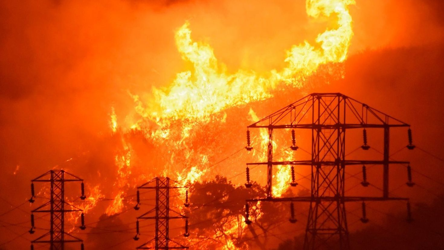 Pacific Gas & Electric says it will aid wildfire investigators after