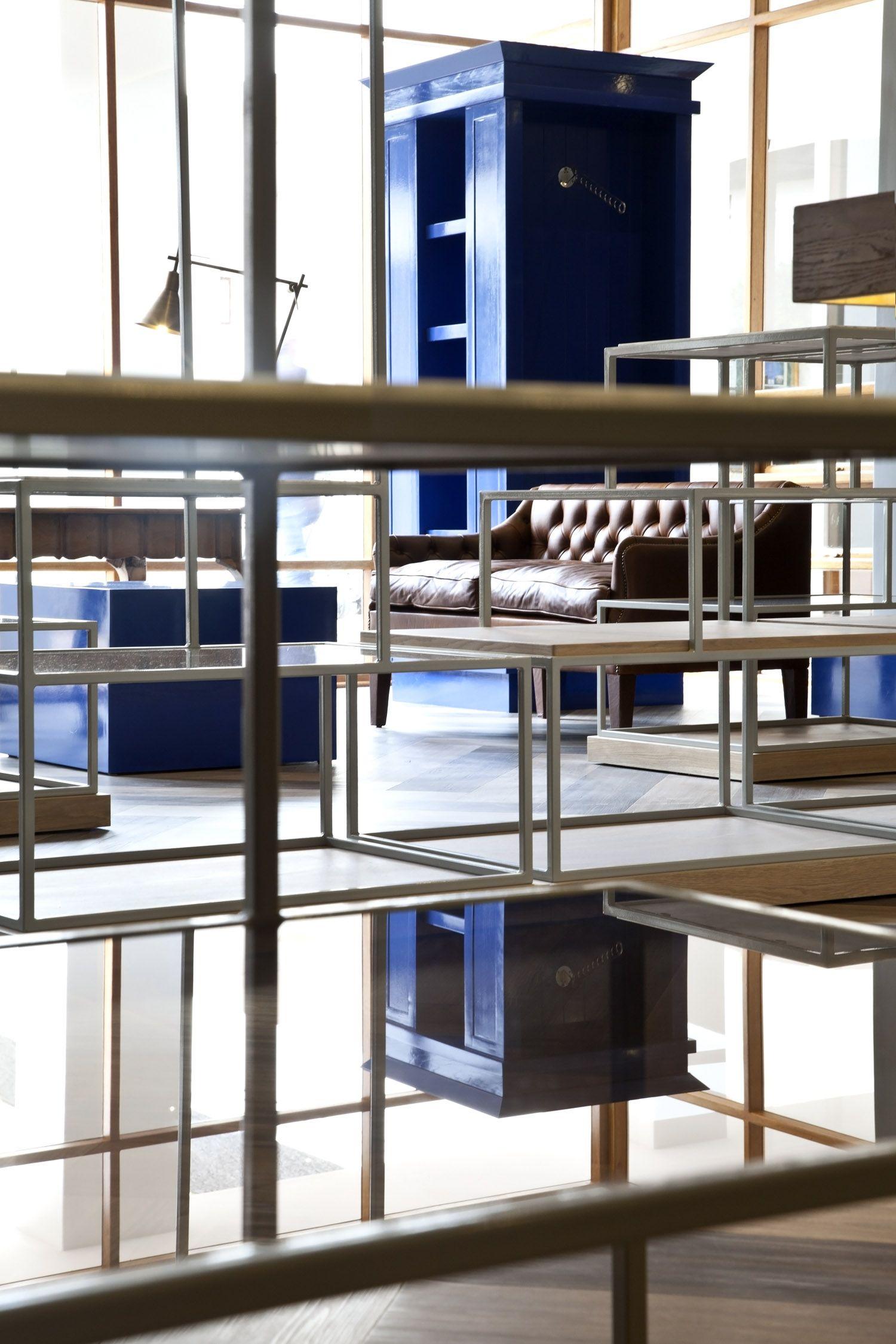 Etienne de souza designer and manufacturer of luxury cabinet - Pro Shop Golf Retail Design Display High Gloss Blue Shop