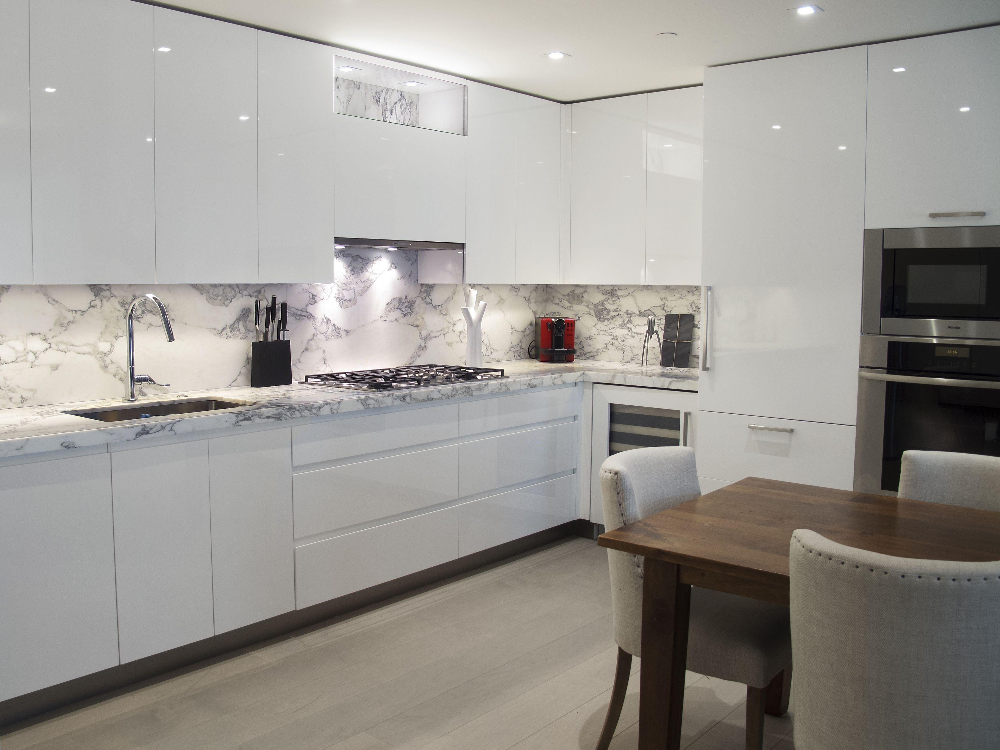 white high gloss kitchens