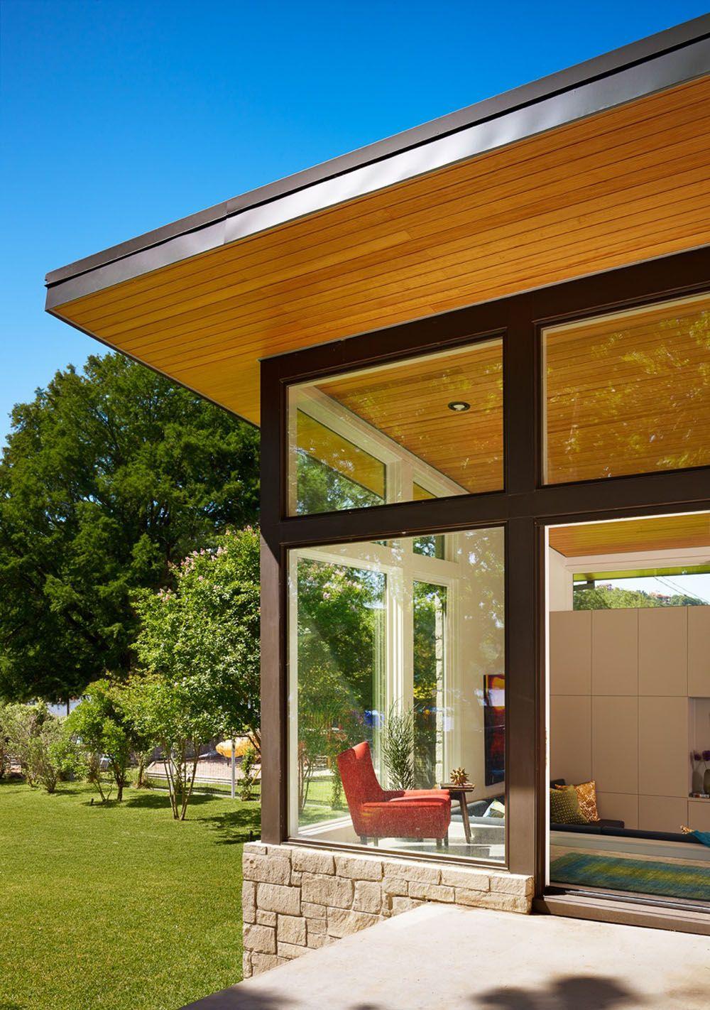 Diseño de casa de un piso con fachada en piedra y madera, acabados ...