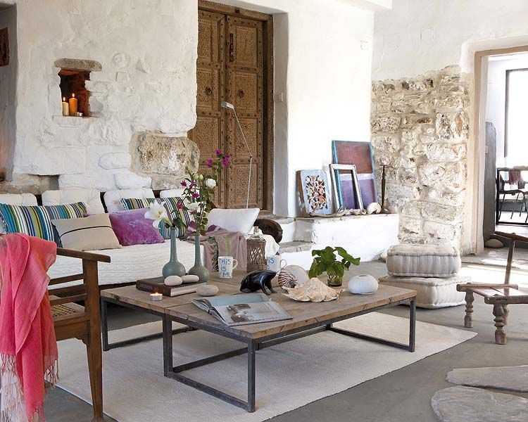 Mom's Turf: A Relaxing and Natural Home in Spain