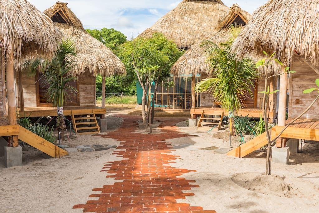 Suyo beach caba a 1 playa popoyo en tola rivas for Disenos de casas de playa pequenas