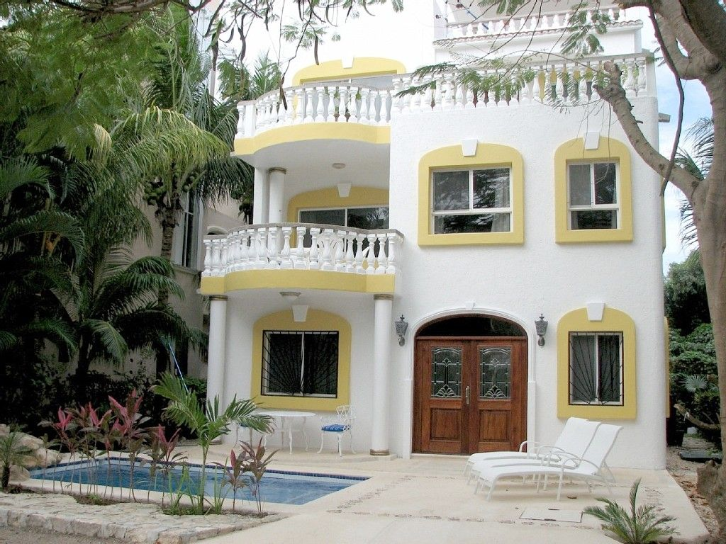 playa del carmen villa rental front entrance with private pool