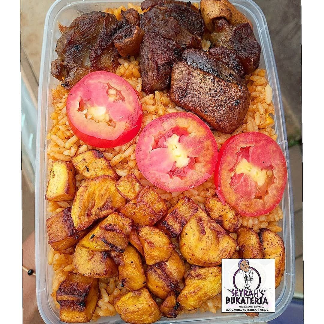 Seyrahbukka's party jollofrice!!! Order from your couch, bed/desk. Its just 1800 for this combo. Want another protein asides from goat meat? Please specify when placing your order. Good morning my yard people😘😘#seyrahsbukka  l#delicious