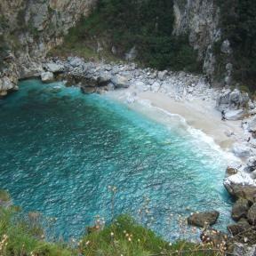Einsame Buchten, die man nur zu Fuß erreicht - Natur Urlaub mit ReNatour