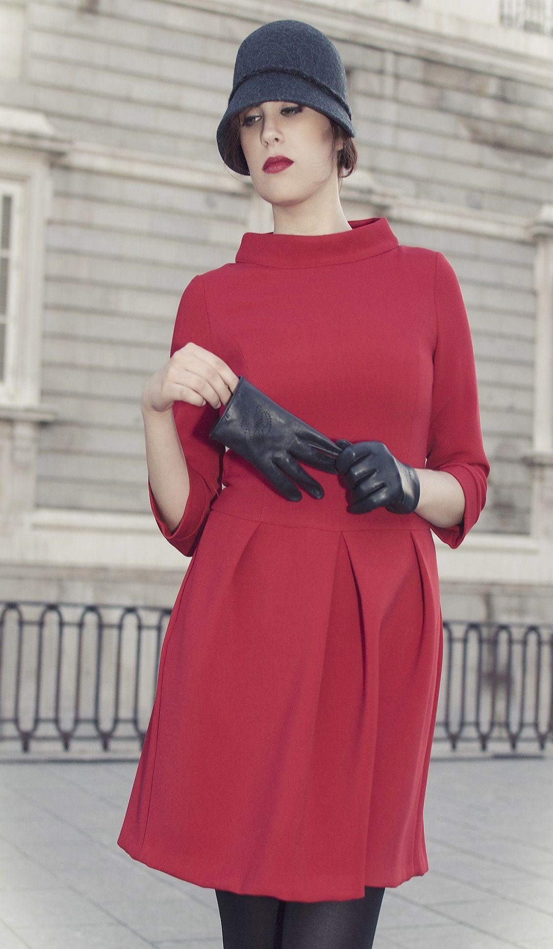 Vestido con cuello chimenea. Rojo. Dress with collar up. Rojo.www.blancaspina.com