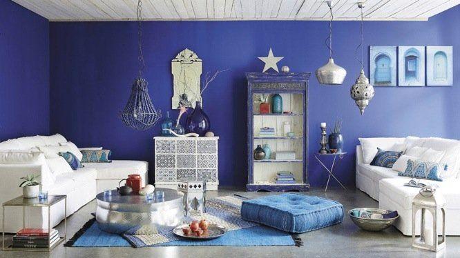 Dynamiser les murs en osant la couleur | Bleu électrique, Salon ...