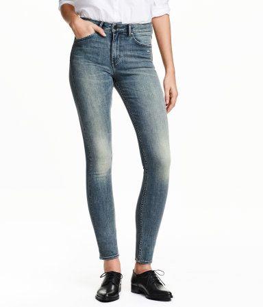 6a73ff589fcf45 5-Pocket-Jeans aus superstretchigem, gewaschenem Denim mit markanten  Used-Details. Modell mit extra schmalem Bein und hohem Bund.